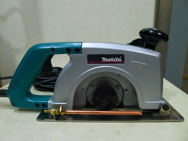 may-cat-makita-4017r