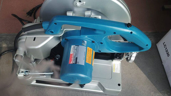 may-cat-inox-makita-lc1230