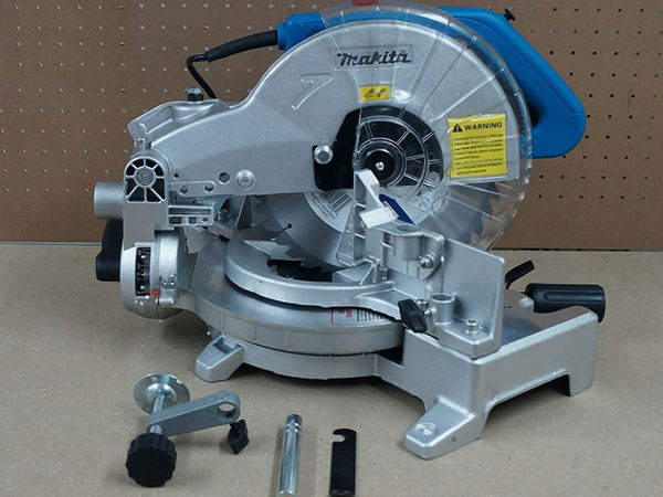 may-cat-makita-lls1040